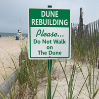 Do not walk on dune sign